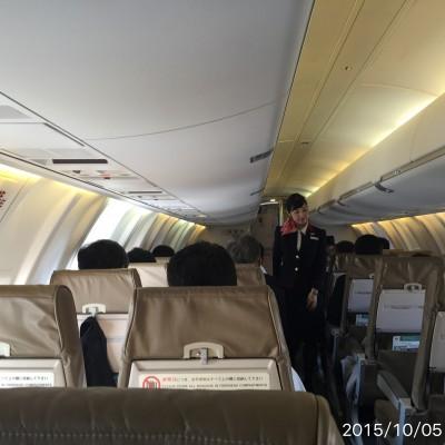 仙台からは50人乗りの小さい飛行機。それでも満員じゃないんで、朝早い便は人気がないのかなぁ?