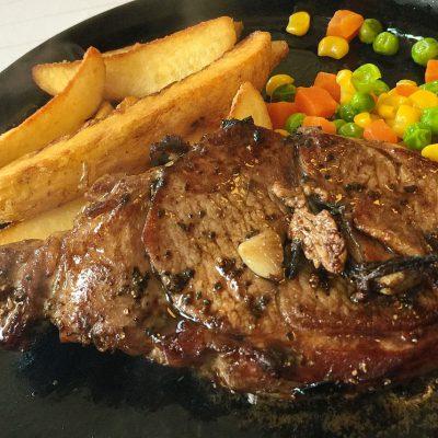 茶路めん羊牧場の武藤さんのlambを使ったステーキ